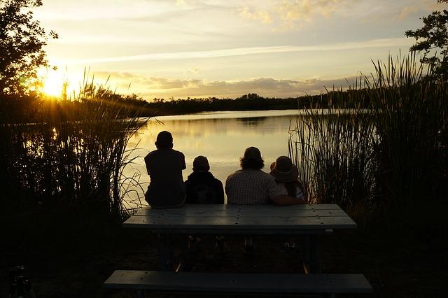 západ slunce za rybníkem