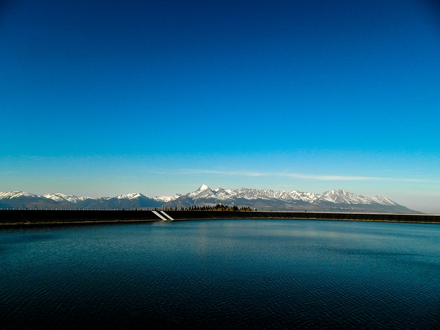 hory za jezerem